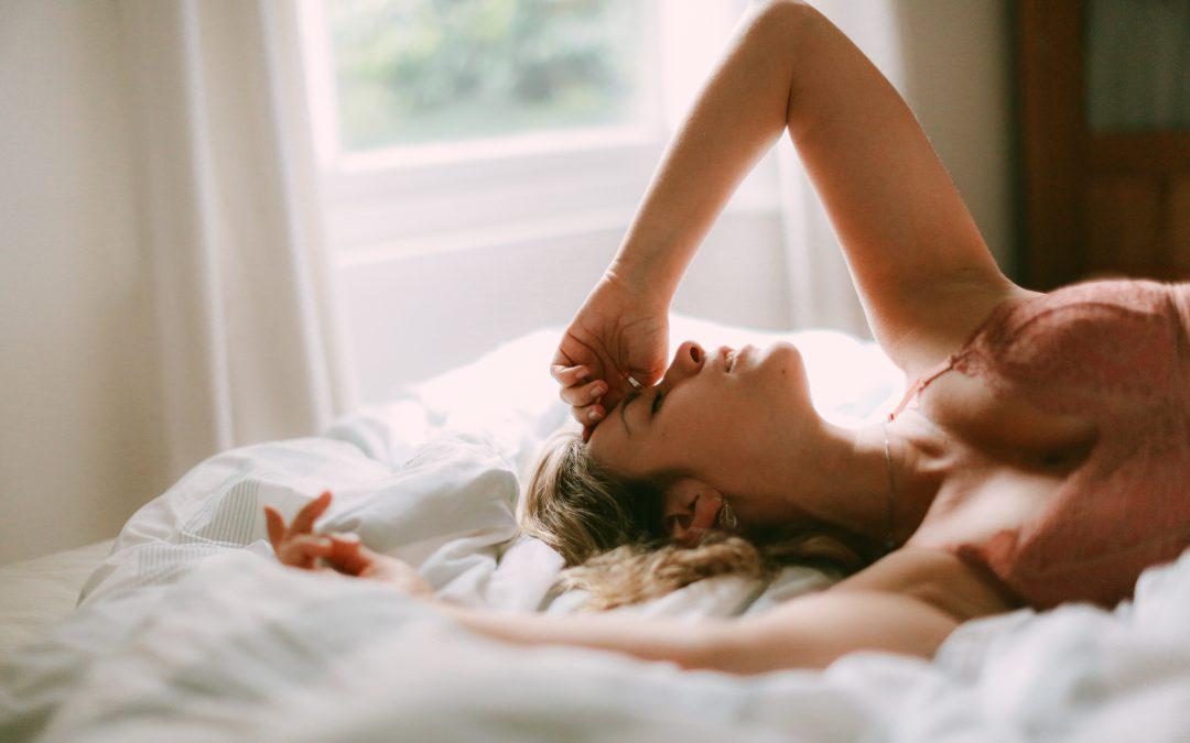Morgens immer müde? – Erholsamer Schlaf für Business Frauen mit drei einfachen Anwendungen ☀️